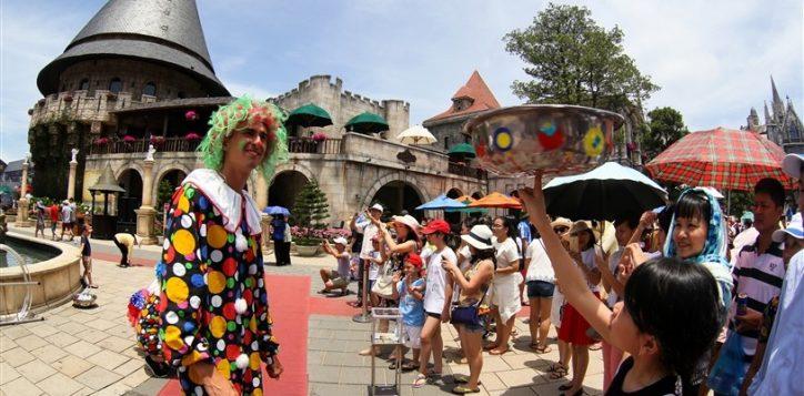 carnival-ba-na-hills-6-1485169135482-2