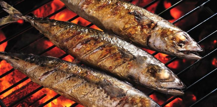 15158510-grilled-fish-on-the-grill-saba-2
