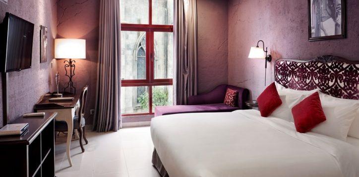 bedroom-with-window-fullsize-2