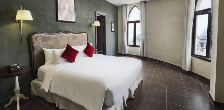 executive-suites-bedroom-fullsize-2