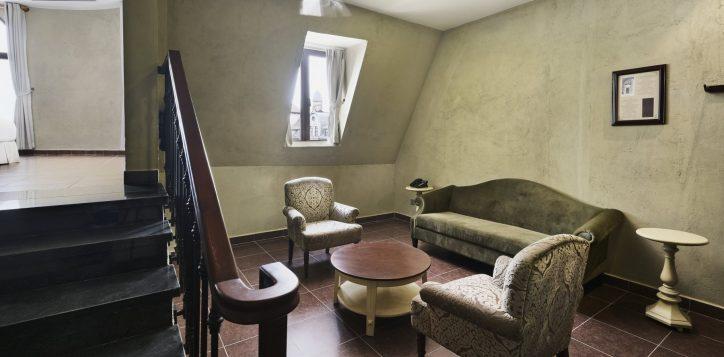 executive-suites-livingroom-fullsize-2