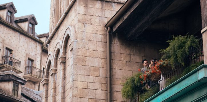 wedding-couple-on-the-balcony-31-2